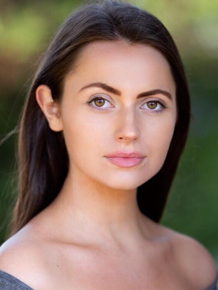 Photo of Chloe Warner
